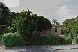 1110 NW 55th St - Photo 1