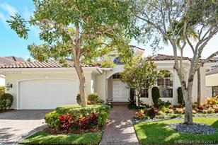 902 Captiva Dr - Photo 1