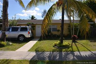 155 SW 17th Ave - Photo 1