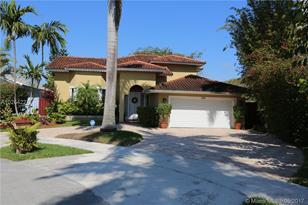 3120 SW 138th Ave - Photo 1