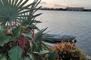 118 Lake Emerald Dr #402 - Photo 1