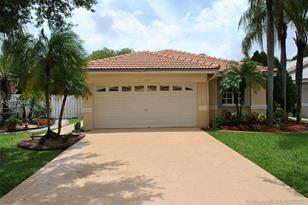 634 SW 177th Ave - Photo 1