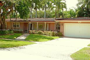 10630 SW 82nd Ave - Photo 1
