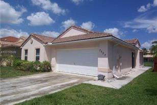 7527 SW 164th Ct - Photo 1