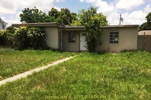 10031 SW 46th Ter - Photo 1