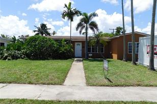 610 SW 70th Ter - Photo 1