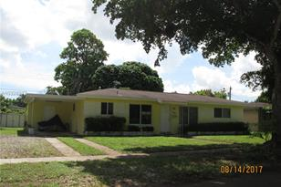 910 SW 50th Ave - Photo 1