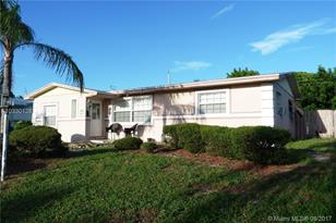 1300 SW 10th Ave - Photo 1