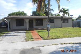 10045 SW 215th St - Photo 1