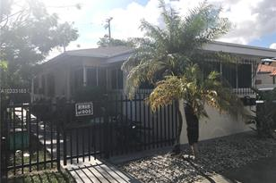 832 SW 29th Ave - Photo 1