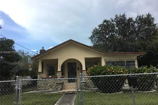3425 NW 9th Ave - Photo 1
