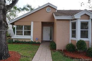 1120 SW 111th Ter - Photo 1