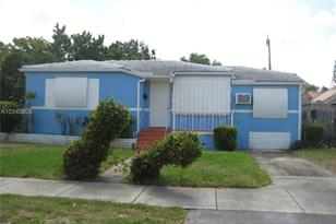 3916 NW 4th St - Photo 1