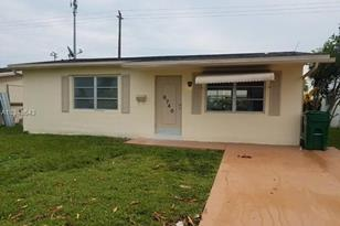 6740 NW 9th St - Photo 1