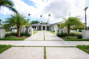 6005 SW 102nd Ave - Photo 1