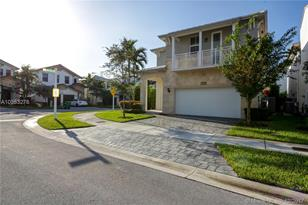 10400 NW 69th Ter - Photo 1