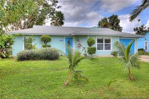 8300 SE Sweetbay Dr - Photo 1