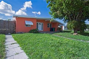 11410 SW 40th Ter - Photo 1
