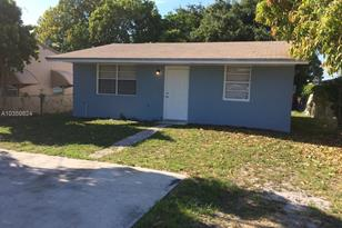 708 NW 6th St - Photo 1