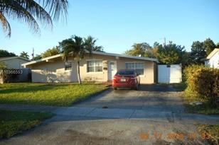 4401 NW 34th St - Photo 1