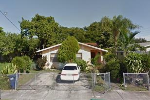 2417 NW 56th St - Photo 1