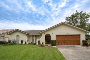 7007 NW 39th Ct - Photo 1