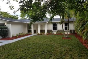 12945 SW 76th Ter - Photo 1