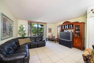 8025 SW 107th Ave #201 - Photo 1