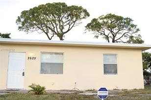 2625 NW 9th St - Photo 1