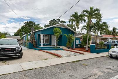 1001 NW 26th Ave - Photo 1