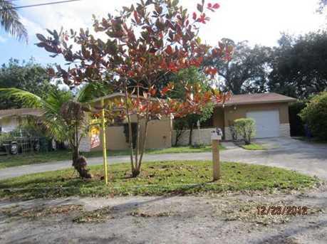 270 NE 164 St - Photo 1
