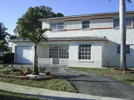 3621 NW 40th St - Photo 1