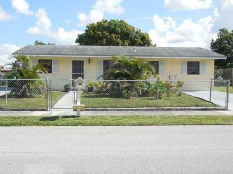 4041 NW 199 St - Photo 1