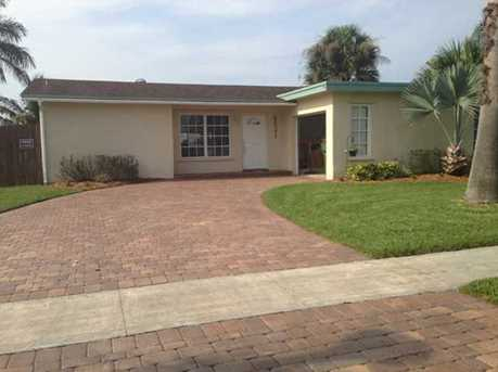 9521 NW 10th St - Photo 1