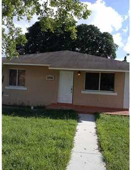 2752 NW 57 St - Photo 1