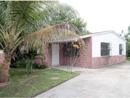 3060 NW 17 Ct - Photo 1